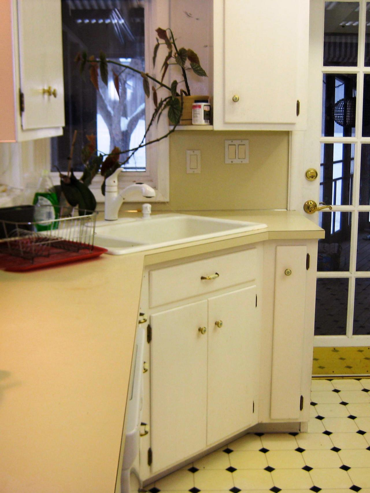 Budget friendly before and after kitchen makeovers diy for Before after kitchen makeovers