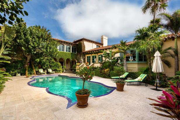 Tour ivana trump 39 s palm beach mansion for sale hgtv for Mansions for sale on the beach