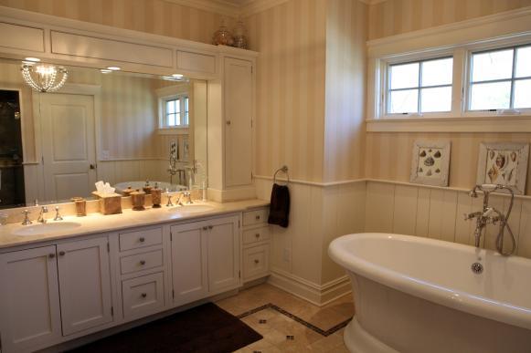 Master Bathroom Tub: Steve and Rachelle Wilkos' Connecticut Home
