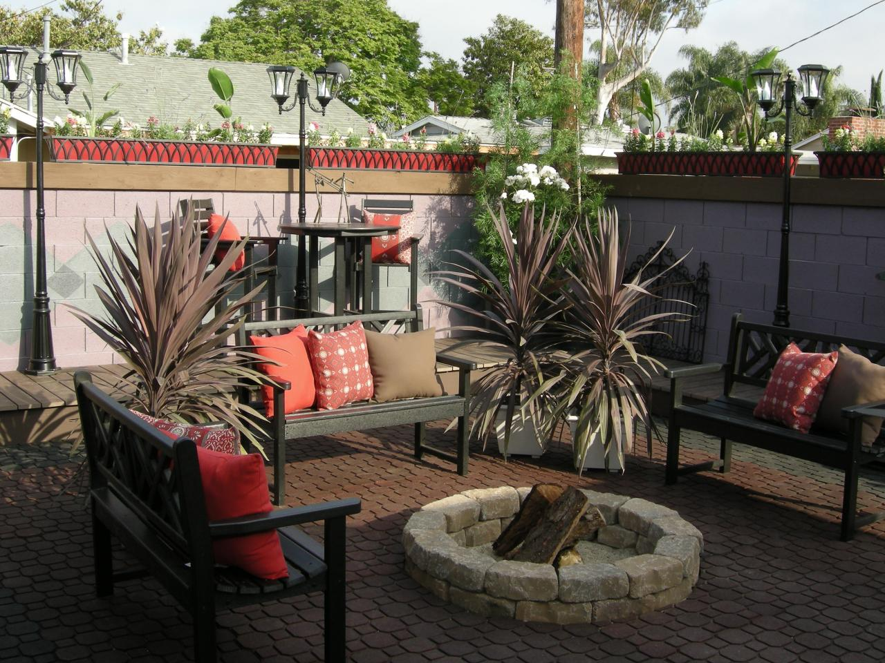 Fire Pit Options for Patios | HGTV