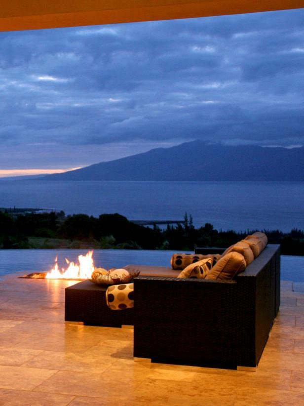 Modern Fire Pit Design with Island View