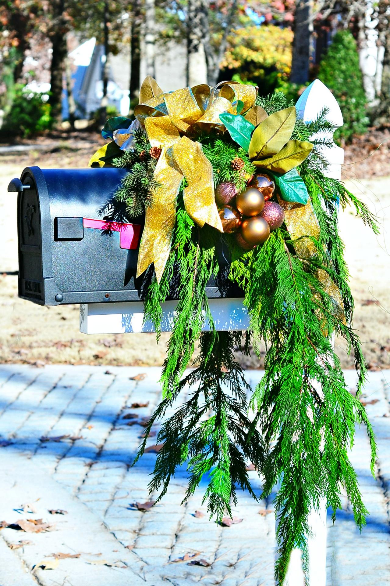 Christmas Mailbox Decorating Ideas Hgtv S Decorating