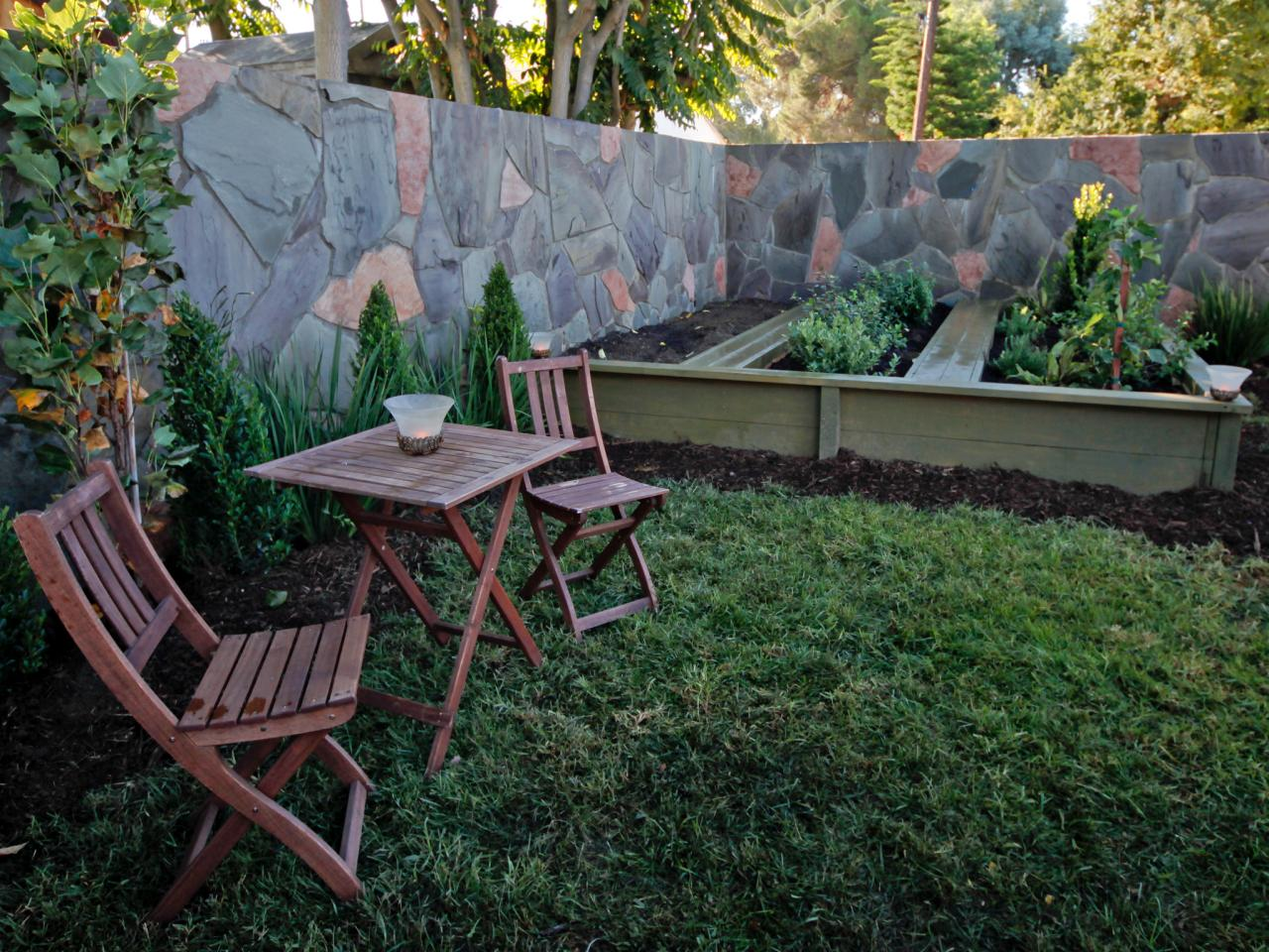 Small backyard landscape design hgtv for Outside garden design