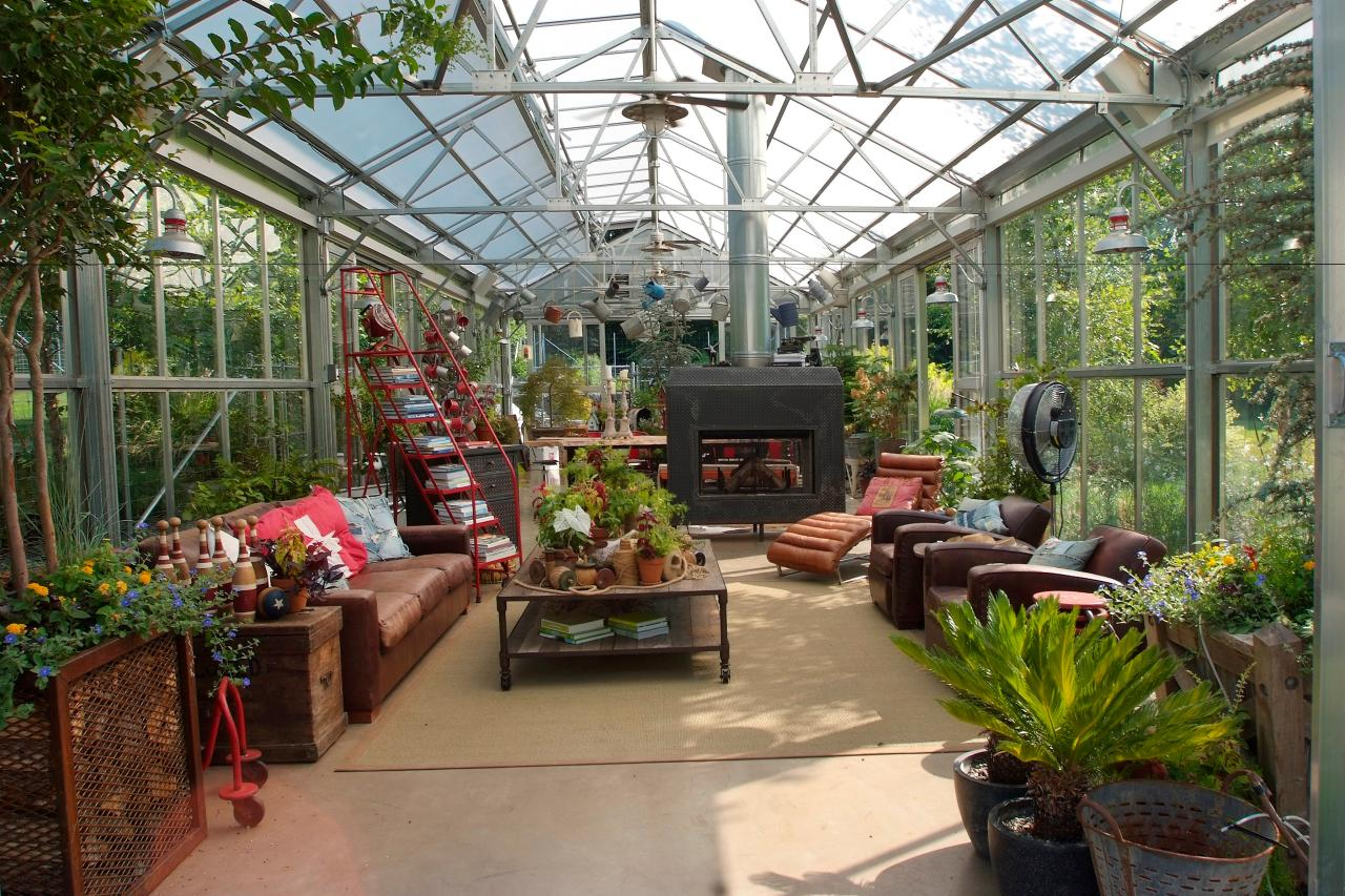 Choosing a Greenhouse | HGTV