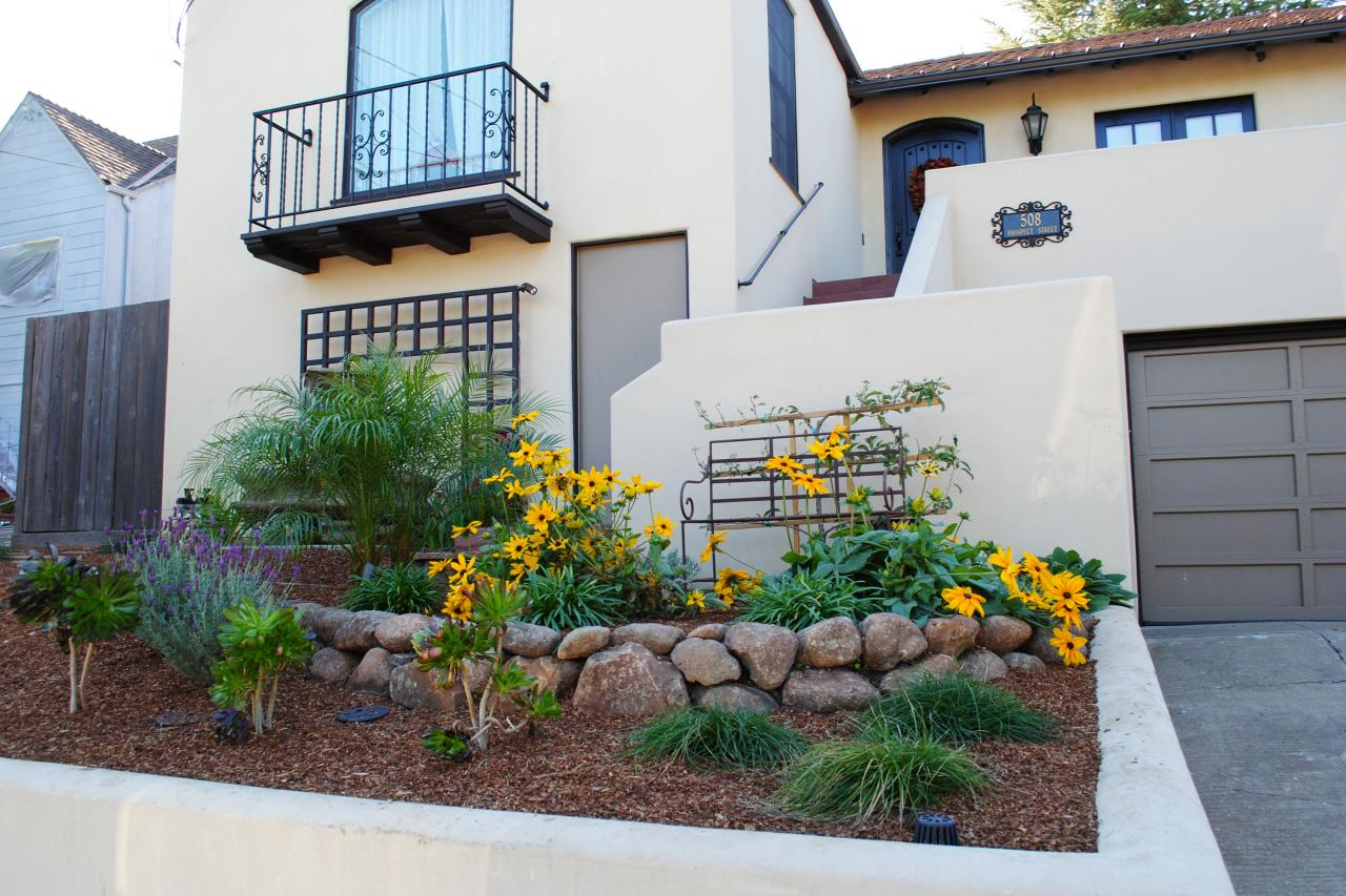 Small front yard landscaping ideas hgtv for Large front garden ideas