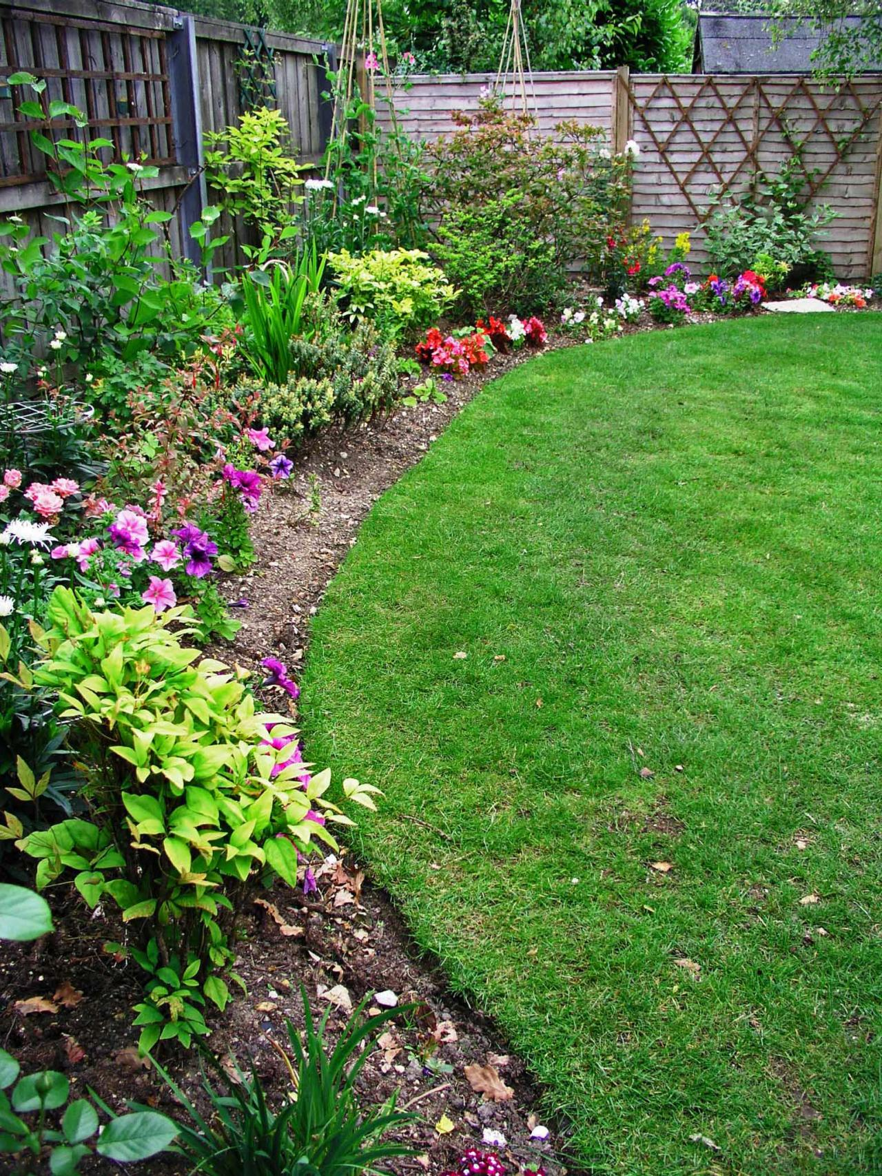 Kill weeds in flower beds - Grow Guide Edging Gives Definition To Your Garden