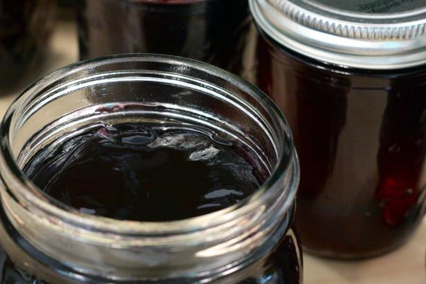 Use seasonal grapes to make America's favorite jelly.