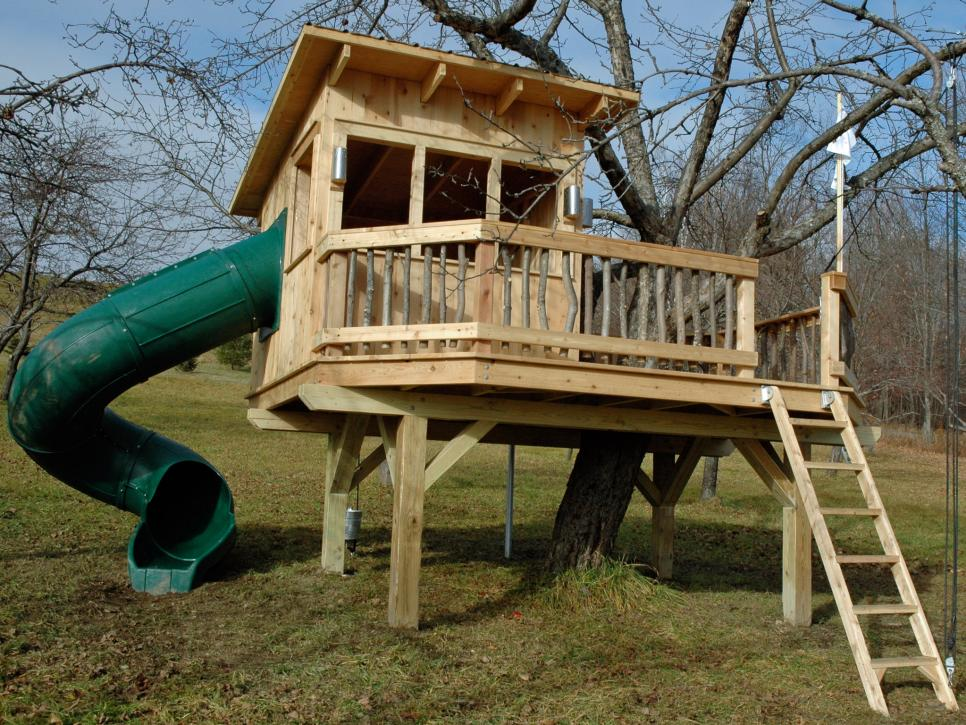 Amazing treehouse ideas hgtv for Free treehouse plans