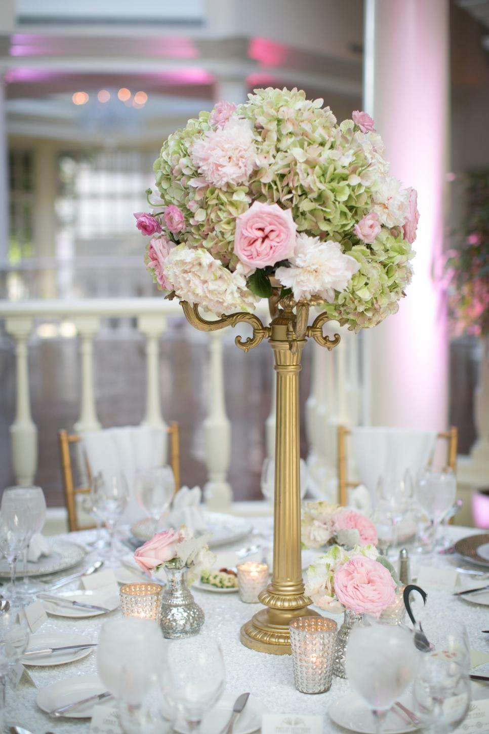 Striking wedding centerpiece ideas hgtv - Deco vintage pas cher ...