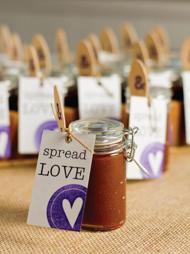 Wedding Gift For Guest Diy : How to Make Apple Butter Wedding Favors HGTV