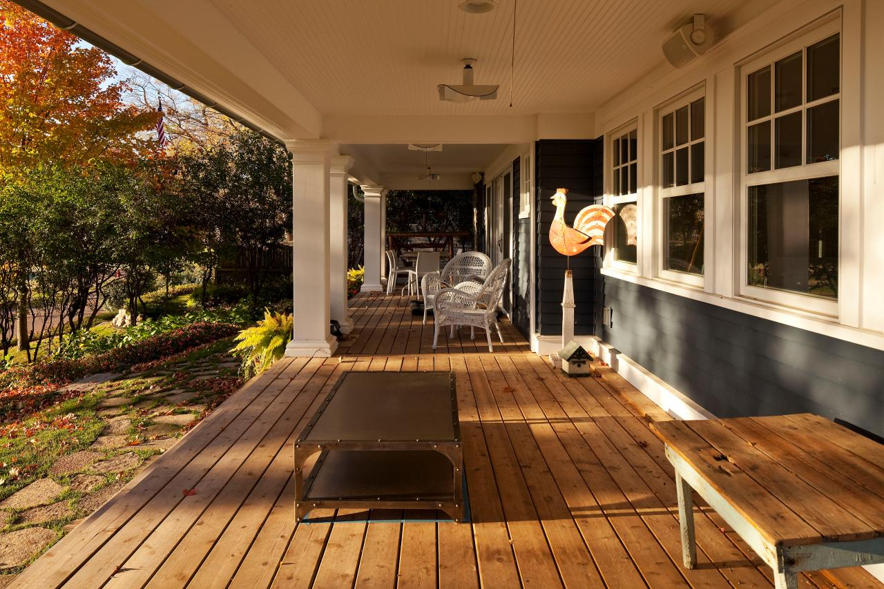 Backyard deck ideas hgtv for Backyard decks