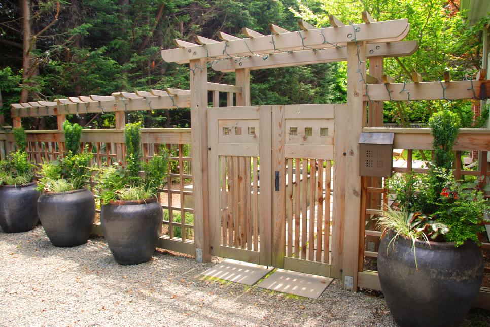 Wooden Fence Designs HGTV - 5 backyard fence types