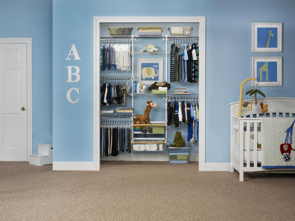 A boy 39 s closet for every age hgtv - Amenagement petite chambre adulte ...