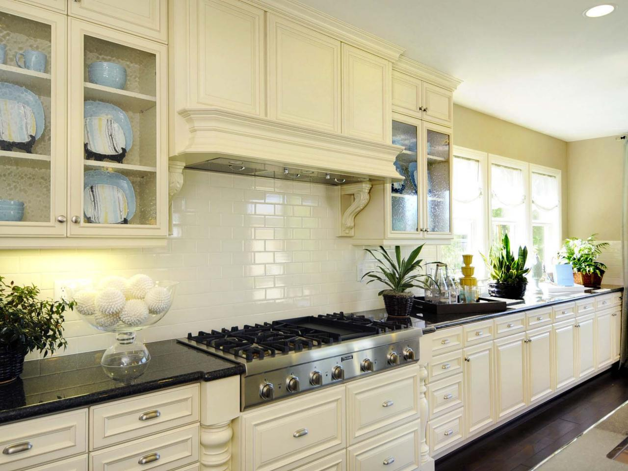 Picking a Kitchen Backsplash – Subway Tile Colors Kitchen