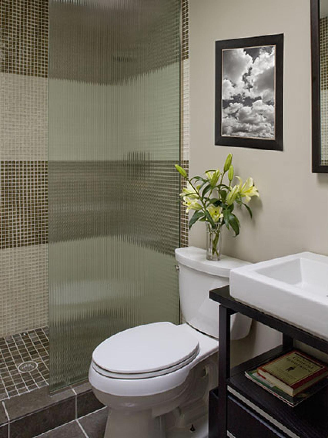 Choosing a bathroom layout hgtv for Bathroom layout design