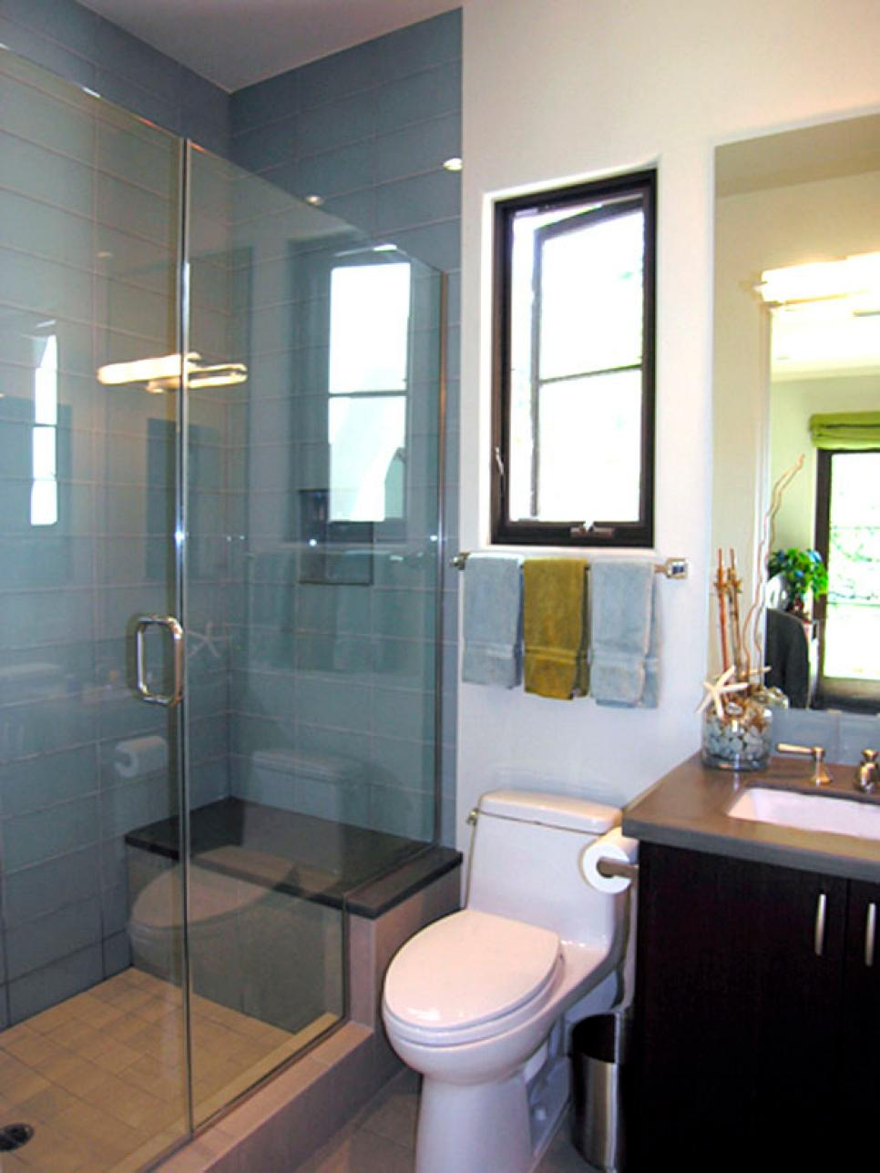 Three quarter bathrooms hgtv for Hgtv small bathroom design ideas