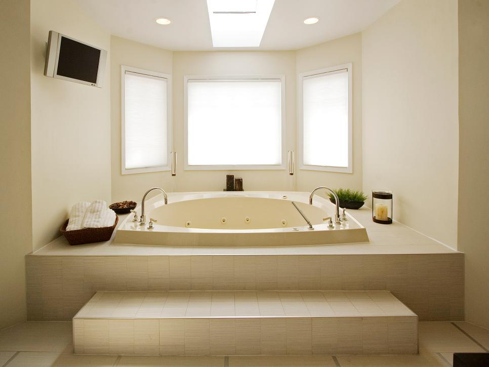 Bathtub design ideas hgtv for Bathroom ideas jacuzzi