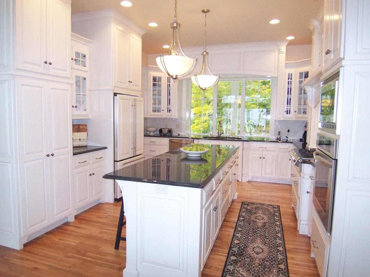 U shaped kitchens hgtv for Kitchen design and layout ideas