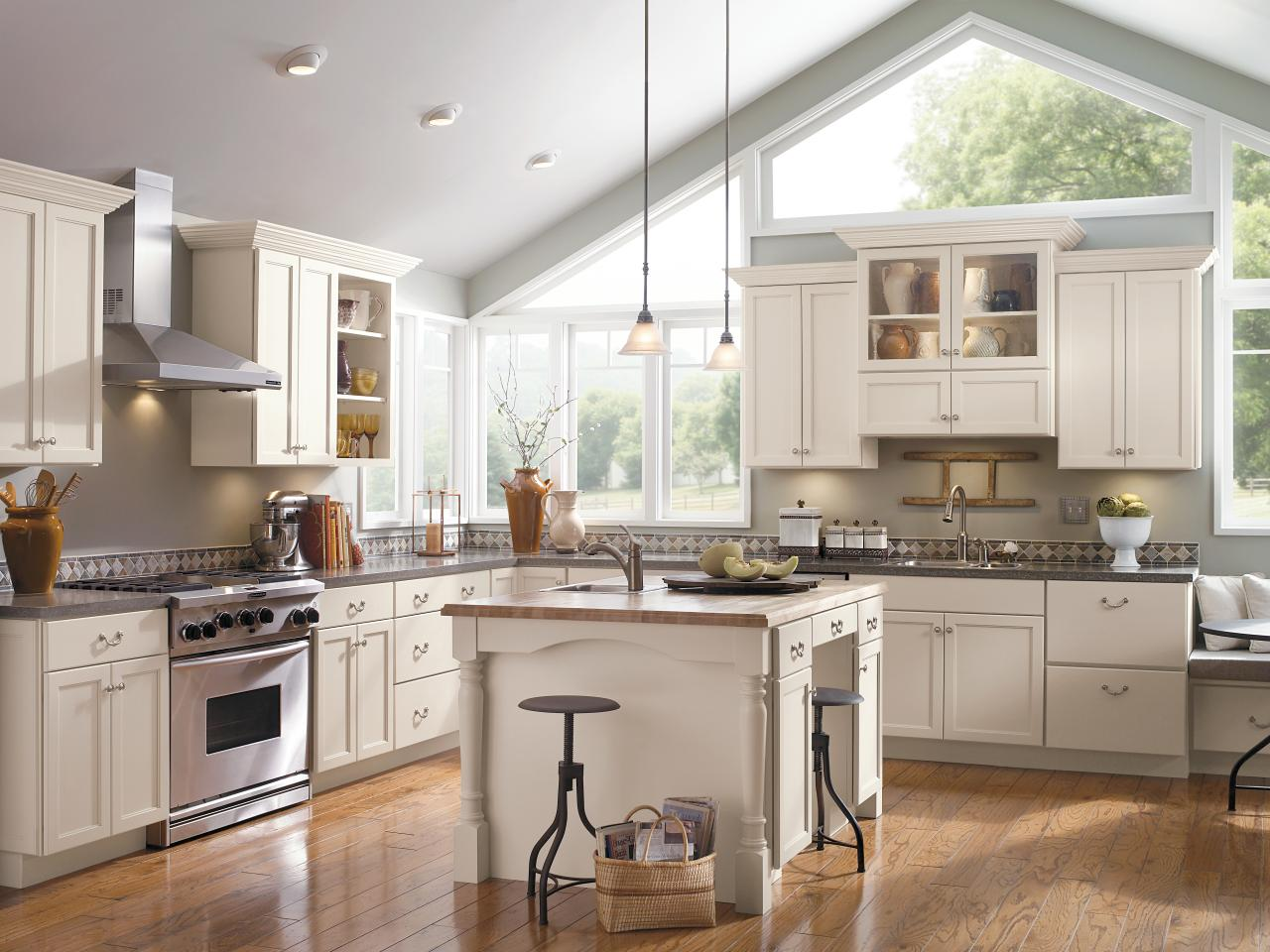Kitchen cabinet buying guide hgtv for Kitchen renovation styles