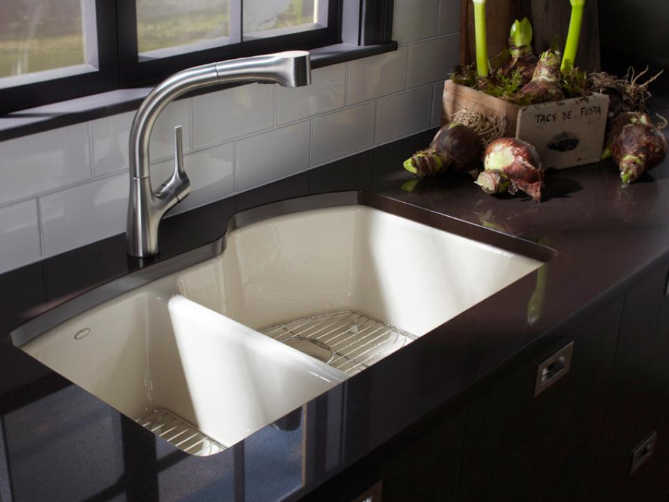 Kitchen sink styles and trends hgtv for Dining room sink designs