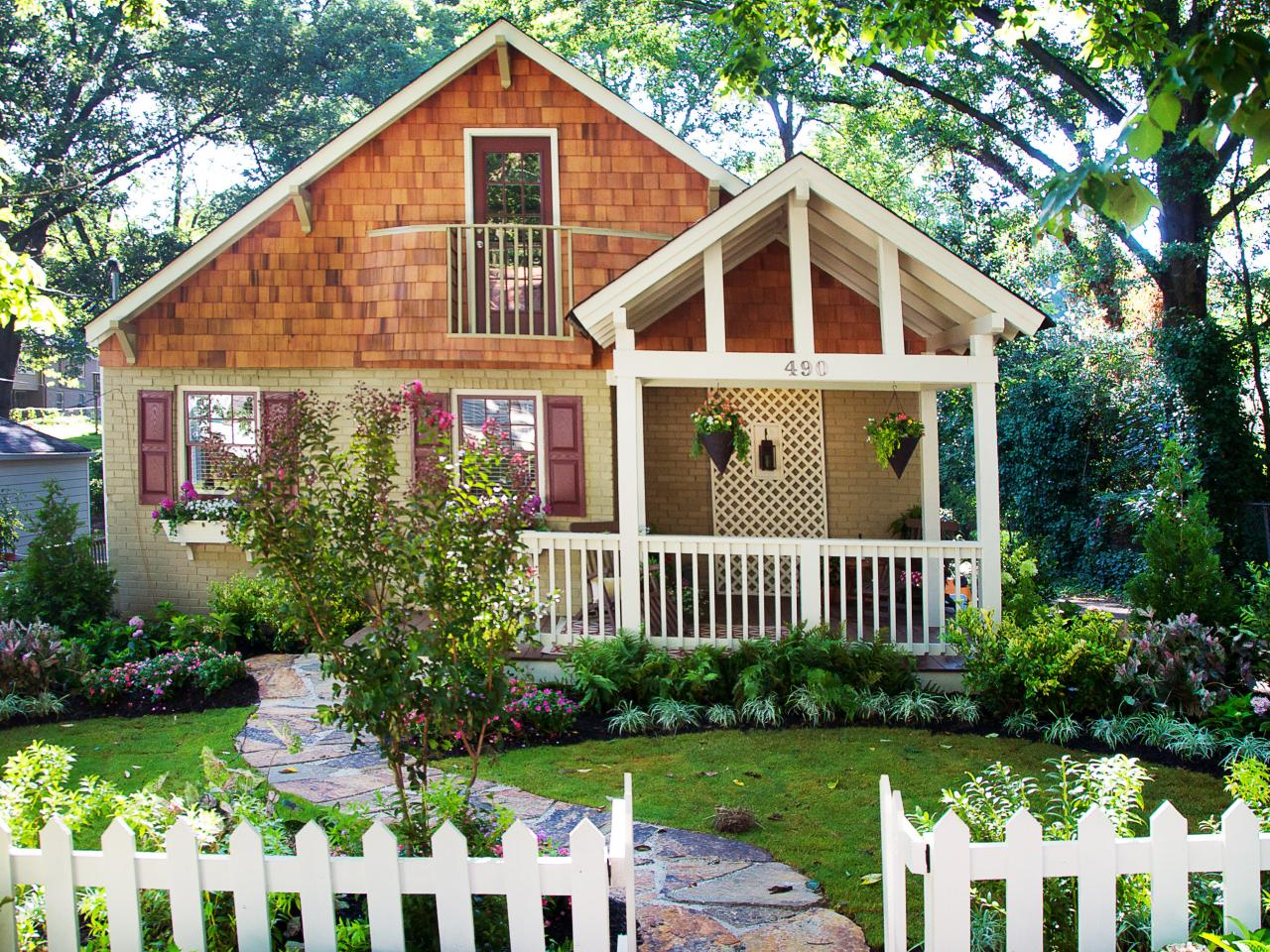 How to add curb appeal to your yard hgtv for Small front yard design
