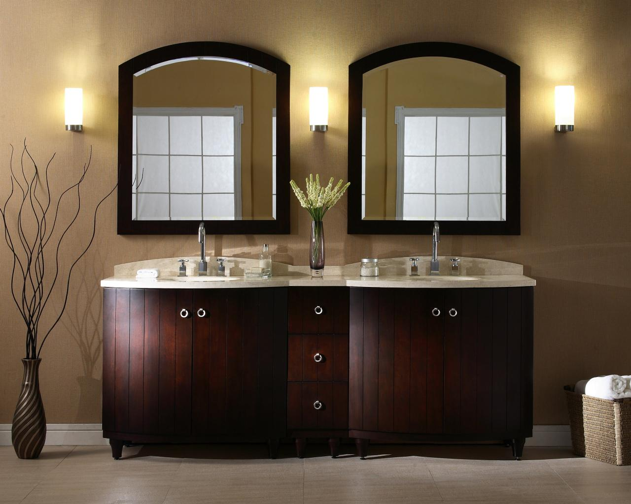 Choosing a bathroom vanity hgtv for Bathroom vanity mirrors