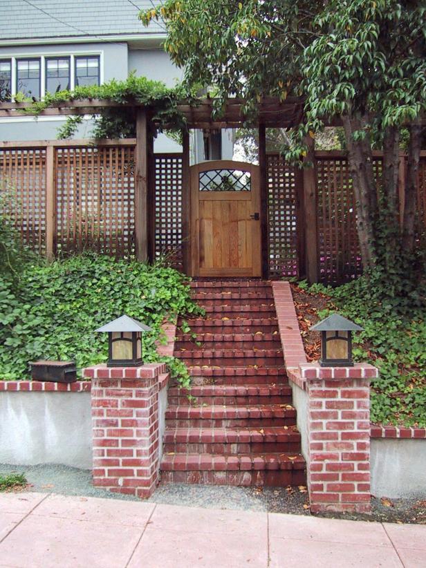 DP_Wagner-wooden-door-brick-stairs_s3x4
