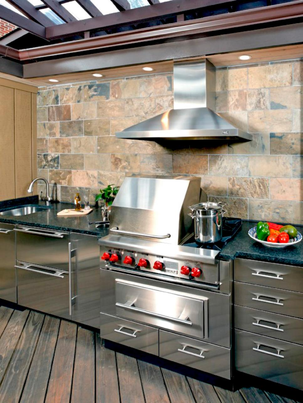 10 Outdoor Kitchens That Sizzle HGTV