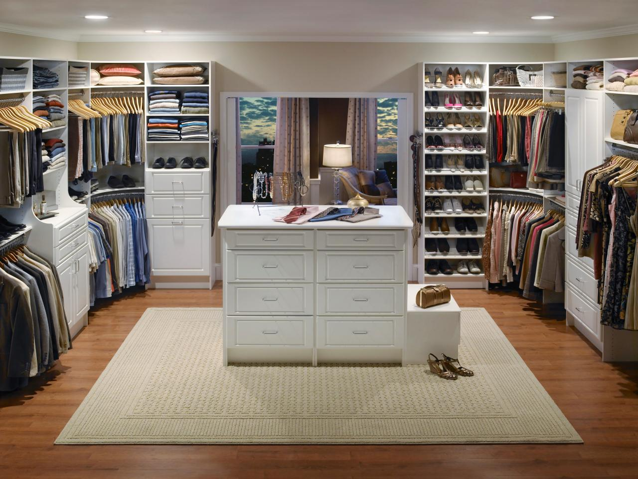 Walk in closet design ideas hgtv for Walk in closet remodel