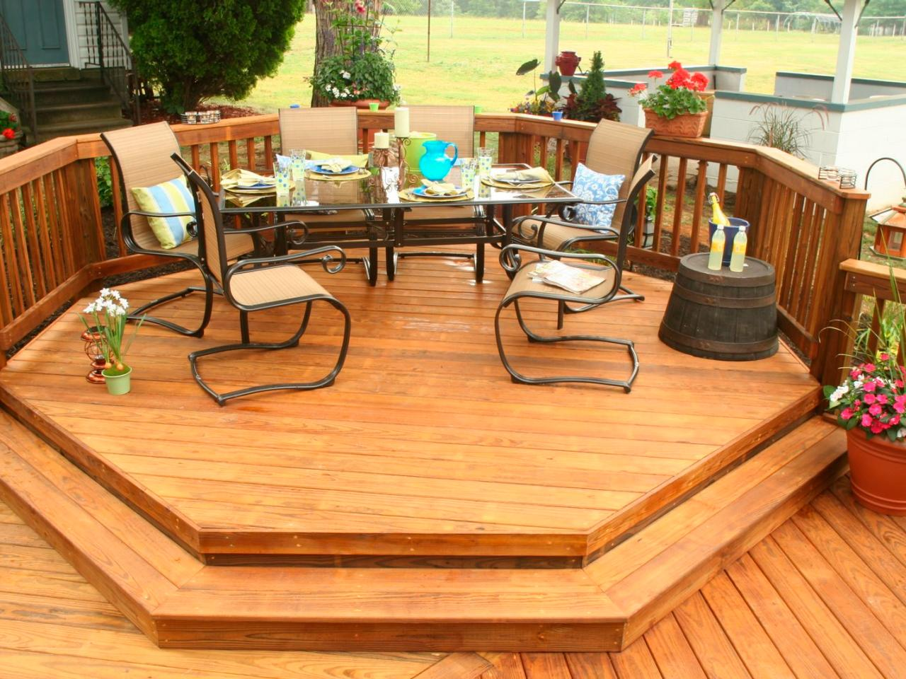 Deck designs ideas pictures hgtv Small deck ideas