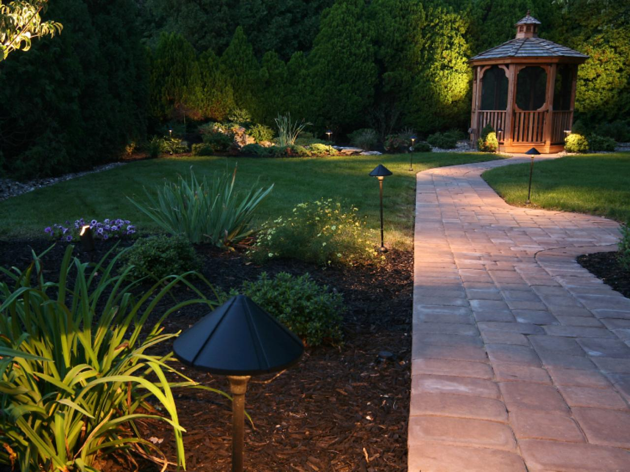 Light your landscape hgtv for Outdoor yard light fixtures
