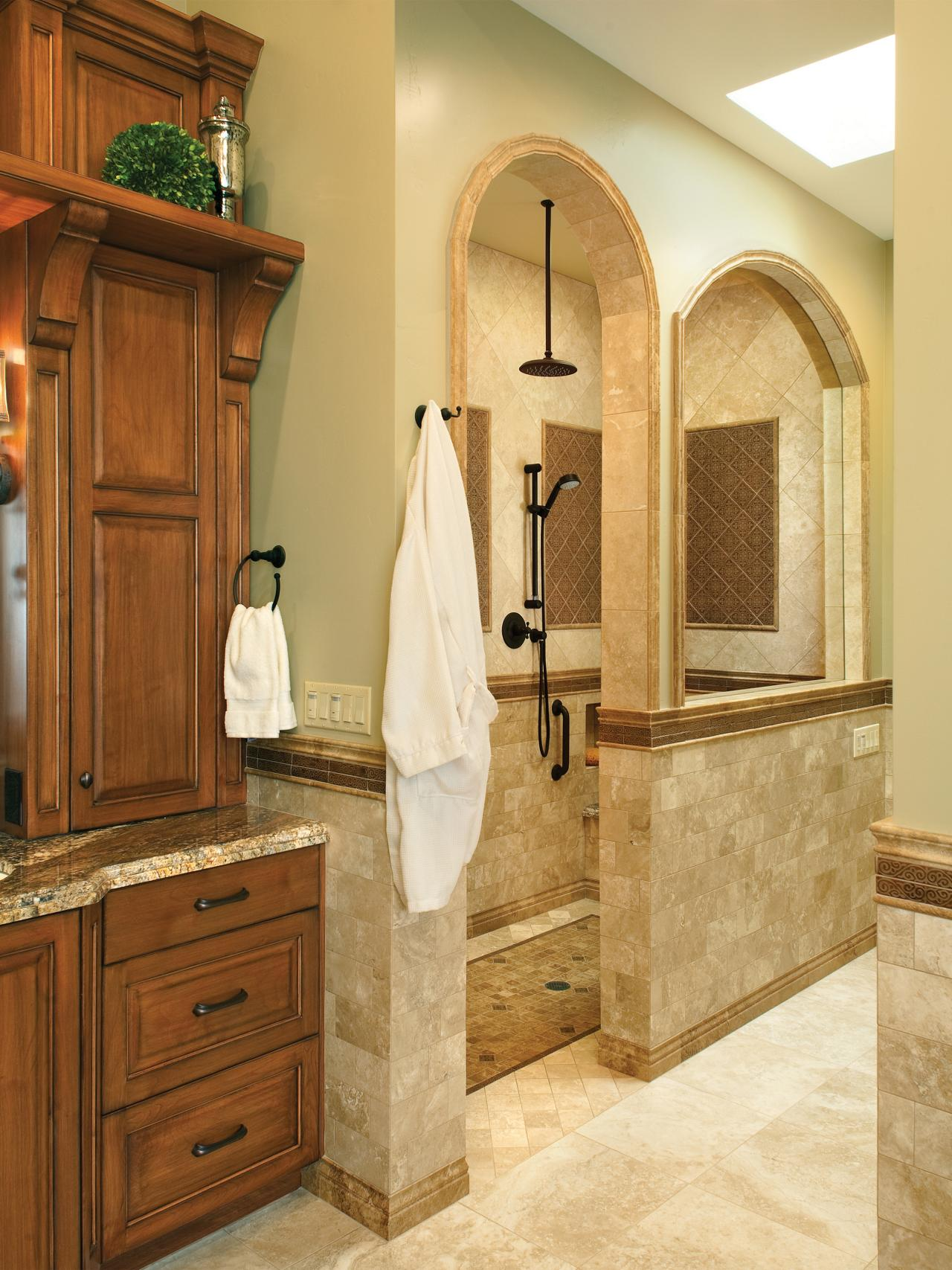 Traditional bathroom designs hgtv for Traditional bathroom ideas photo gallery
