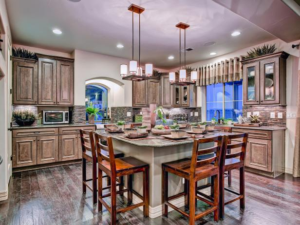 Neutral eat in kitchen with barstool seating hgtv for Oakwood homes design center