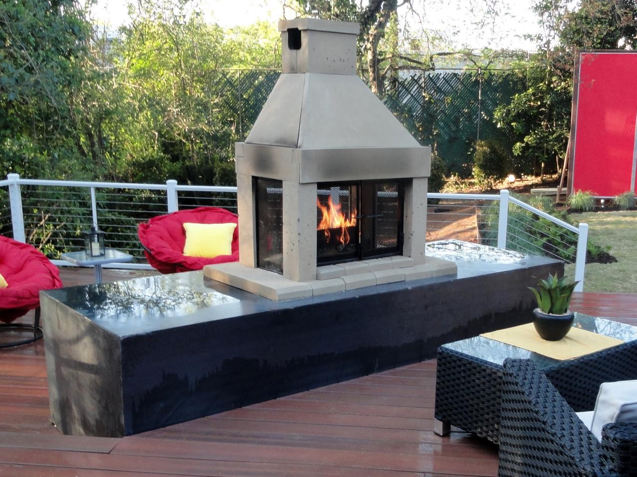 Outdoor Gas Fireplaces | HGTV