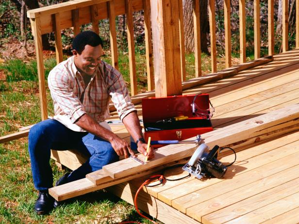 TS-86517567_Deck-Builder-Hiring_s4x3