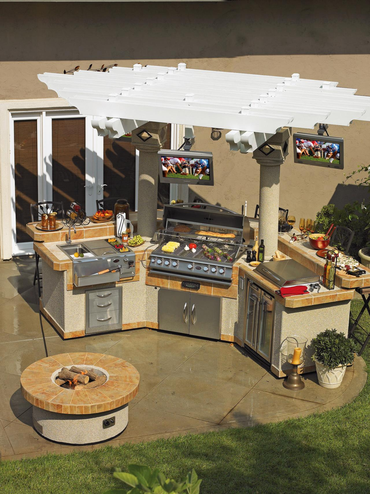 Optimizing An Outdoor Kitchen Layout HGTV - Outdoor kitchen designs with smoker