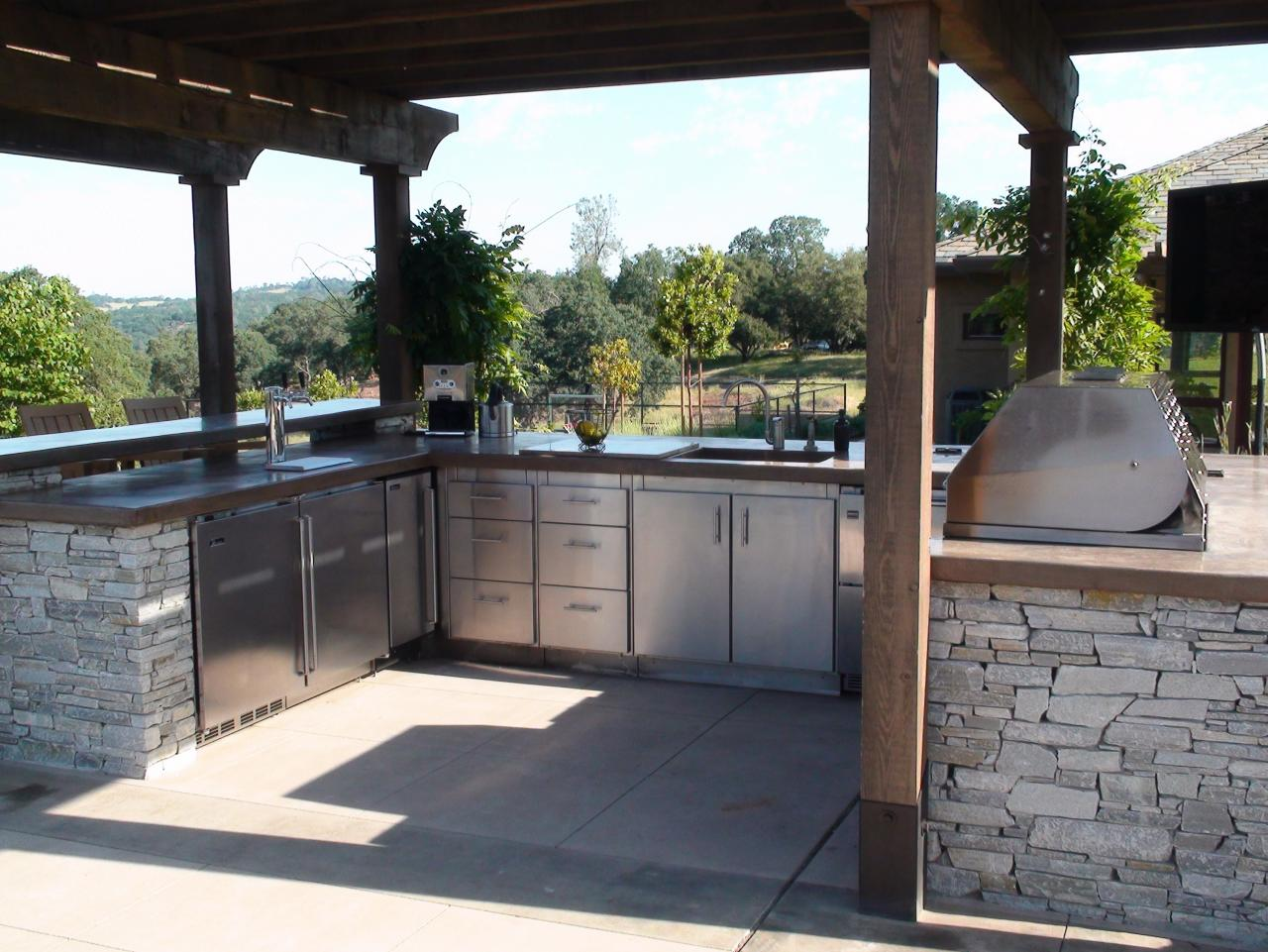 optimizing an outdoor kitchen layout | hgtv