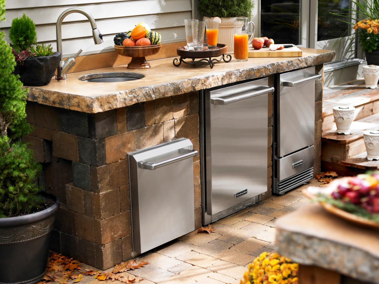 Charcoal Vs Gas Outdoor Grills HGTV - Outdoor kitchen designs with smoker
