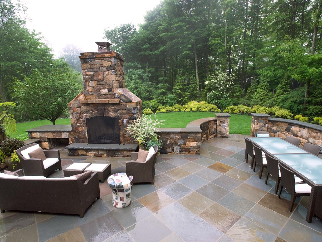 How to plan for building an outdoor fireplace hgtv for Outdoor patio fireplace ideas