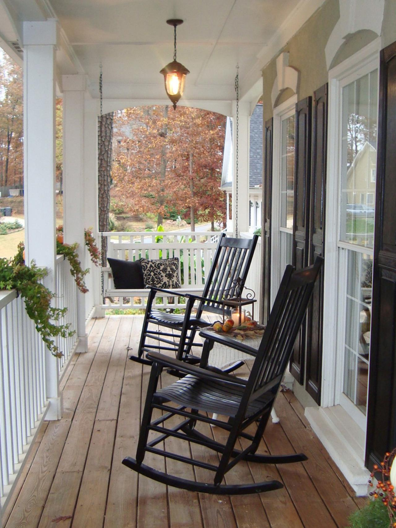 Black front porch chairs - A Pleasant Meal On The Porch