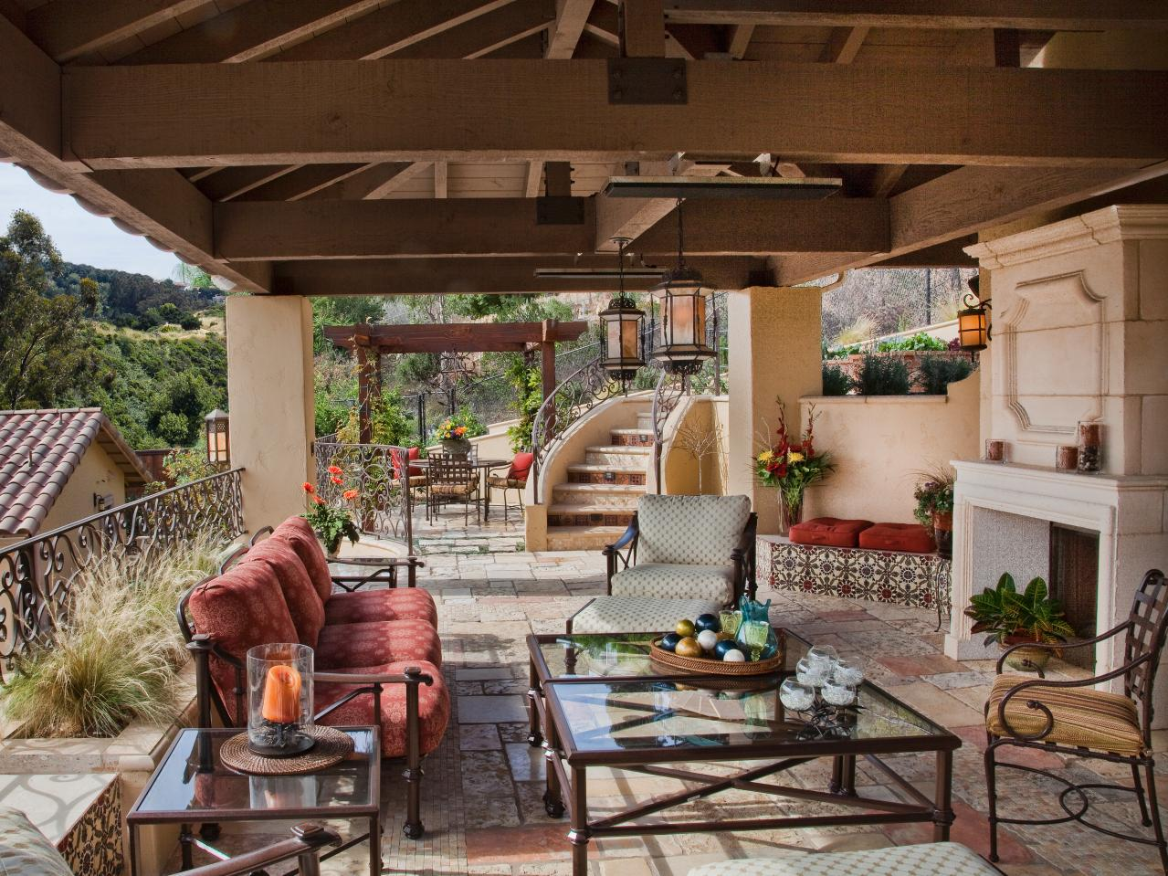 Outdoor living spaces ideas for outdoor rooms hgtv for Dining area pictures