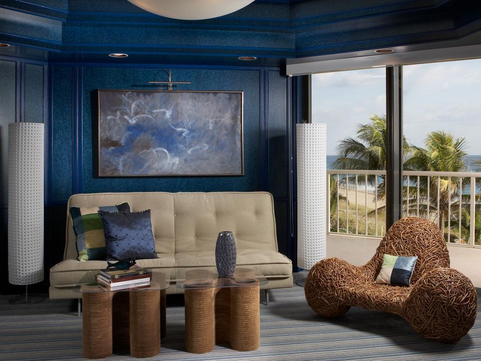 7 blue living rooms hgtv for Combinacion de colores para interiores