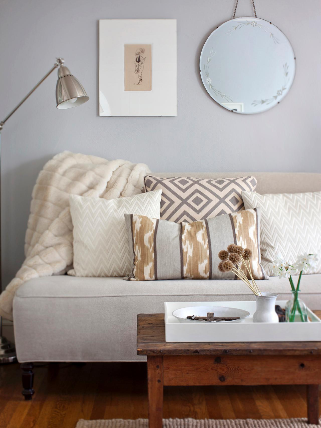 Small Living Rooms Decorating Hgtv: Living Room Lighting Tips