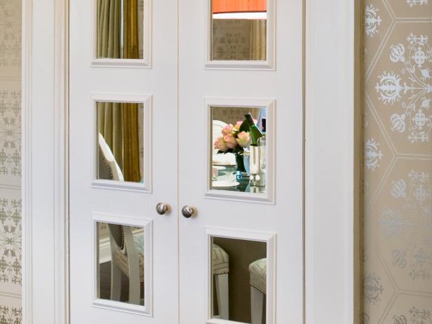 HPDSN1007_mirrored-door-after-crop_s4x3