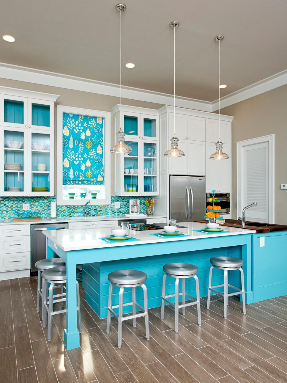 Charming Contemporary Coastal Kitchen Design