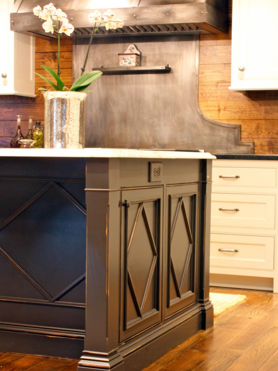 Kitchens with cottage charm hgtv for Small kitchen wardrobe