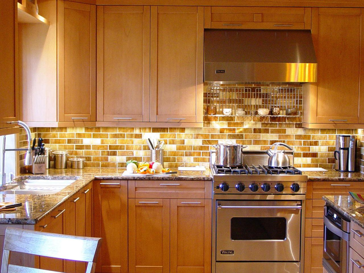 Glass tile backsplashes kitchen designs choose kitchen layouts remodeling materials hgtv Design kitchen backsplash glass tiles