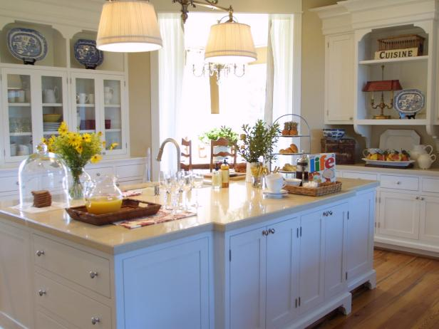 Victorian kitchens hgtv for Edwardian kitchen