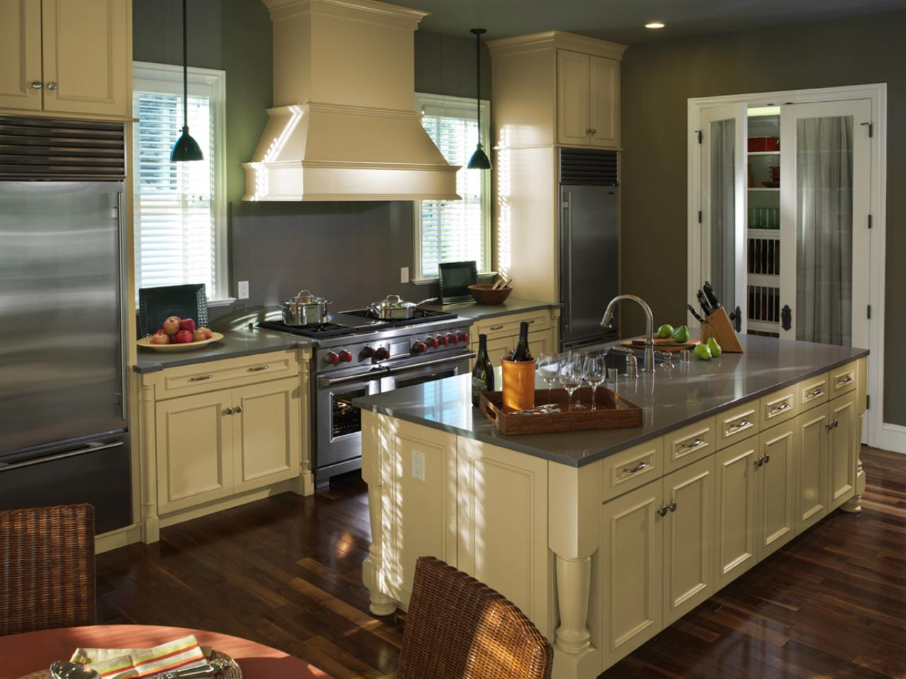 Two toned kitchen cabinets pictures options tips for Beautiful painted kitchen cabinets