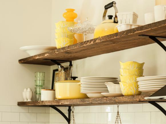 RWAP_farmhouse-kitchen-rustic-shelves_s4x3